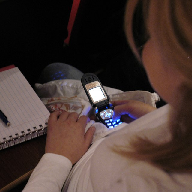 Does Having Electronic Devices in School Help to Learn?