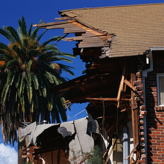How to Make Sure the Insurance Company Pays for a Damaged Roof