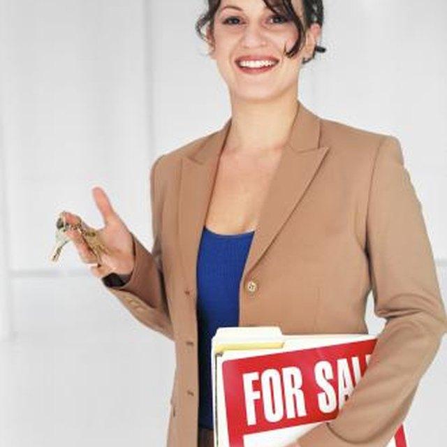 Advantages & Disadvantages of Hiring a Property Manager