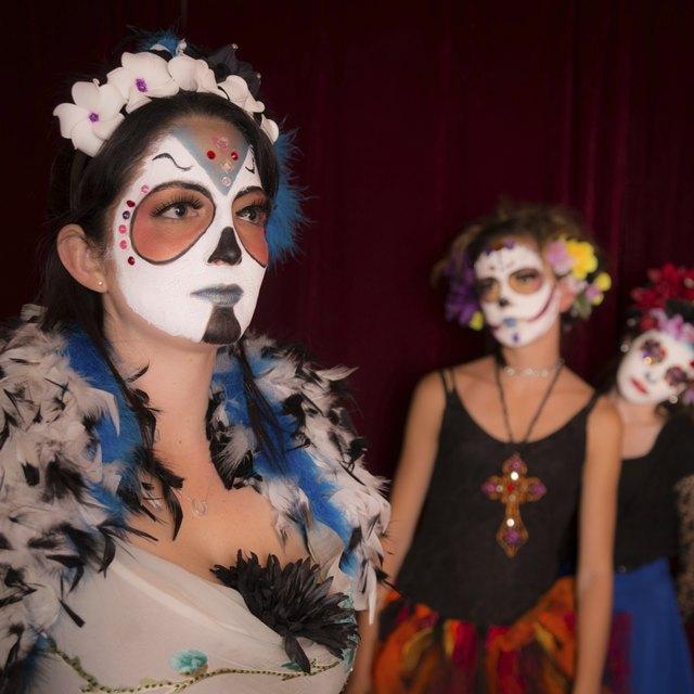 How to Throw a Dia de los Muertos Party