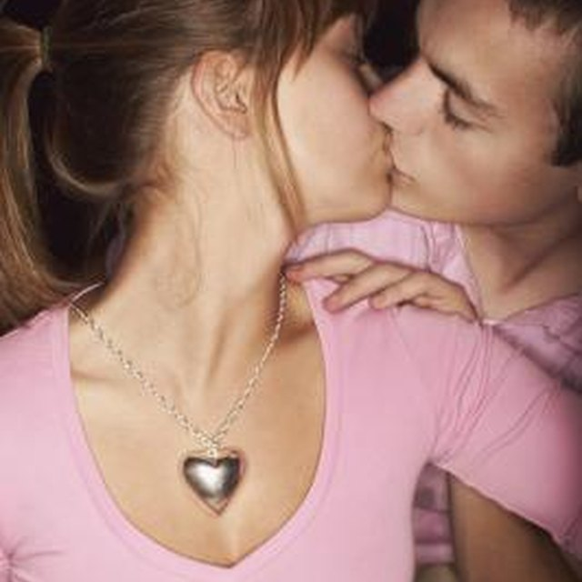 How to Not Get Nervous When a Guy Kisses You