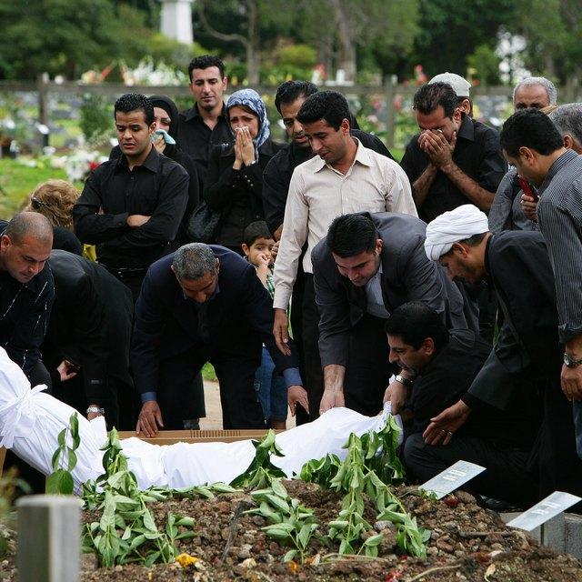 Do Muslims Cremate or Bury?