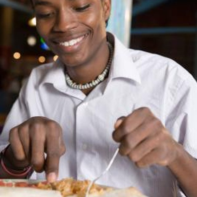 How to Not Embarrass Yourself While Eating on a Date