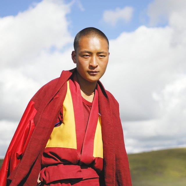 How to Greet a Tibetan Buddhist Monk