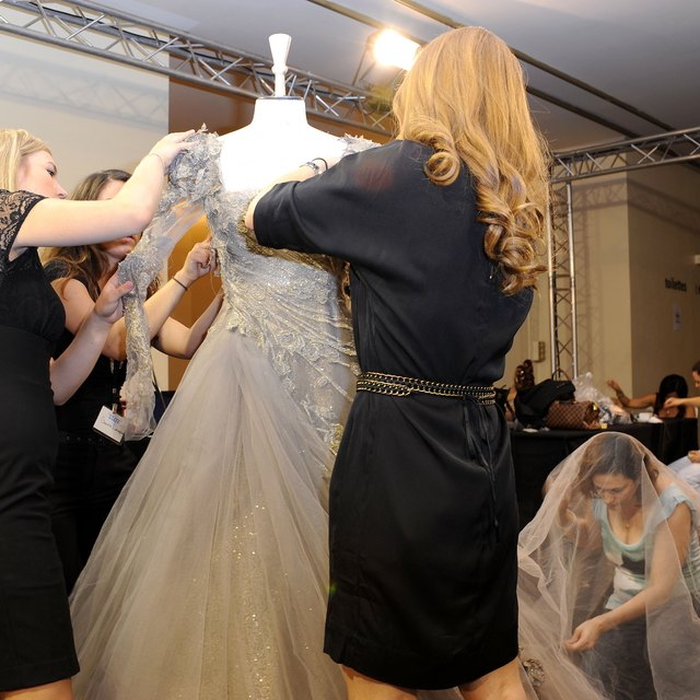 Job Responsibilities of a Dresser for Fashion Shows