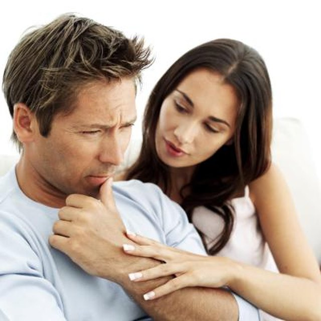 What Is the Difference Between Fear of Intimacy & Fear of Commitment?