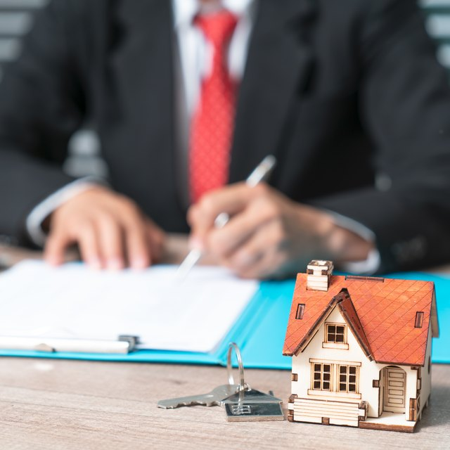 Advantages & Disadvantages of a Bank Loan