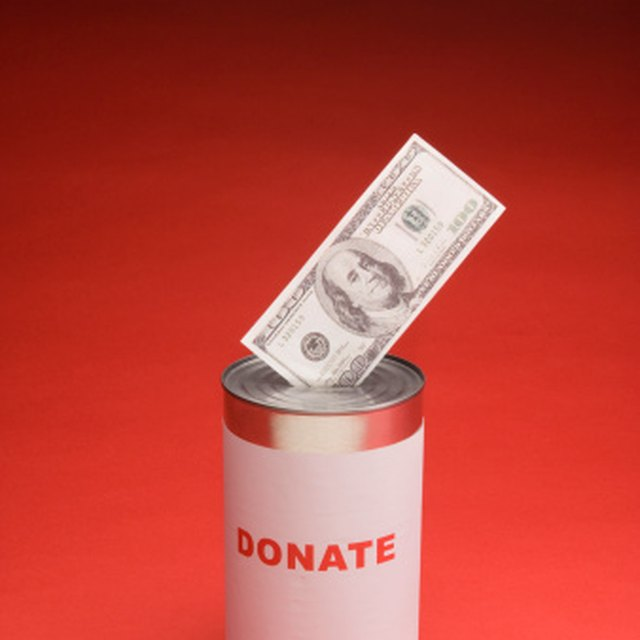 How to Hold a Benefit to Raise Money for Someone
