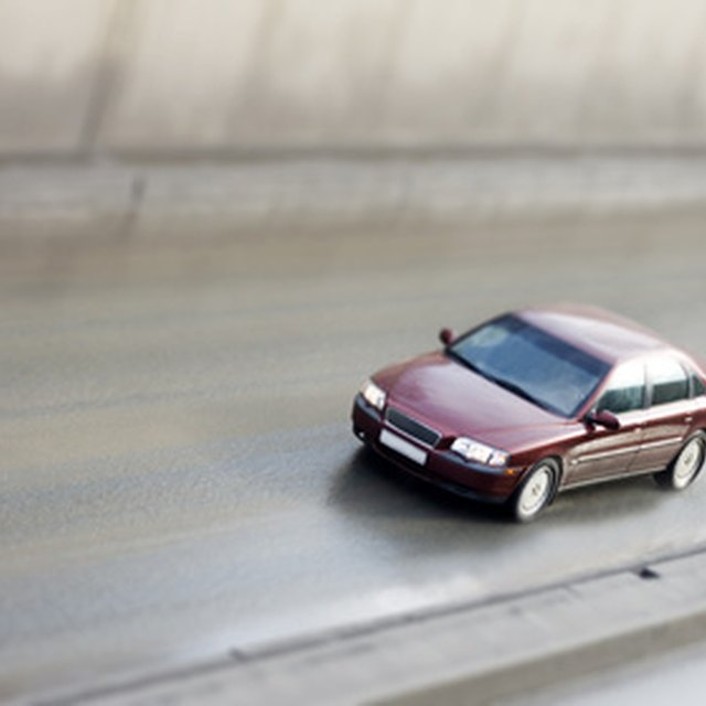 What Is the Difference Between Liability Insurance & Full Coverage?