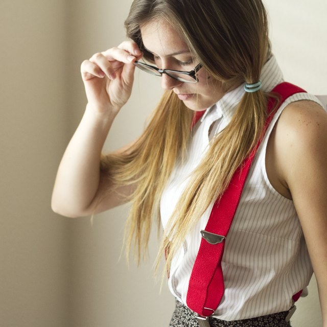 How to Dress Up Like a Nerdy Girl for School Spirit