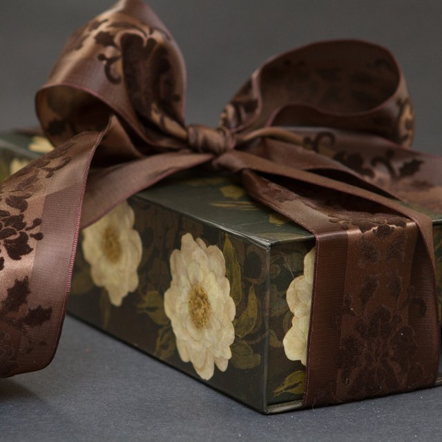 Traditional Wedding Gifts For The Bride From The Groom
