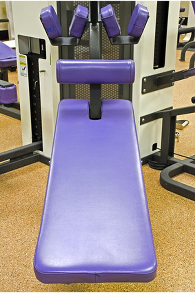 Abdominal Exercises to Do on an Incline Bench
