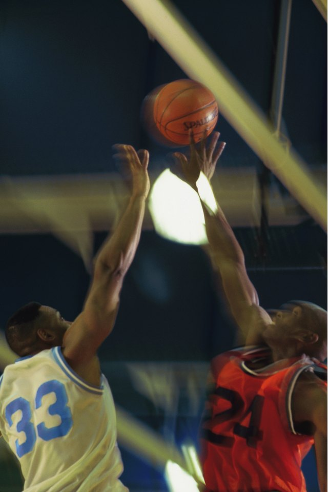 How to Do a Jump Ball in Basketball