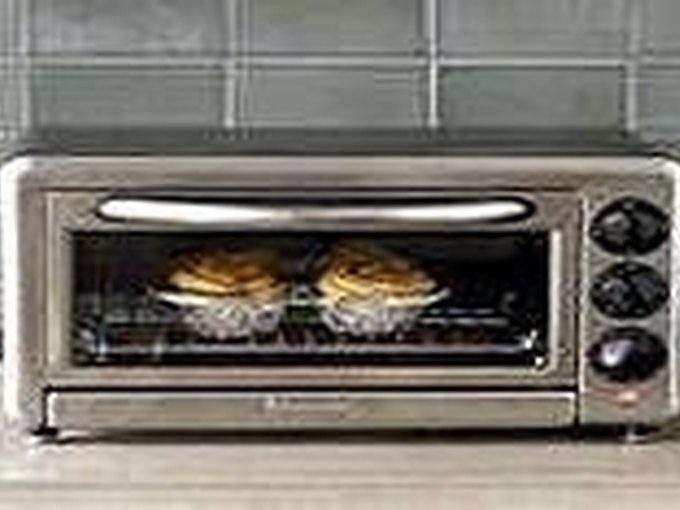 How to Make Pizza In a Convection Oven | LEAFtv
