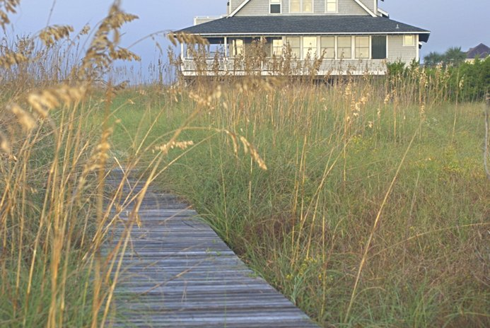 Do I Need a Primary Residence to Use a Vacation Home as a Tax Write-Off?