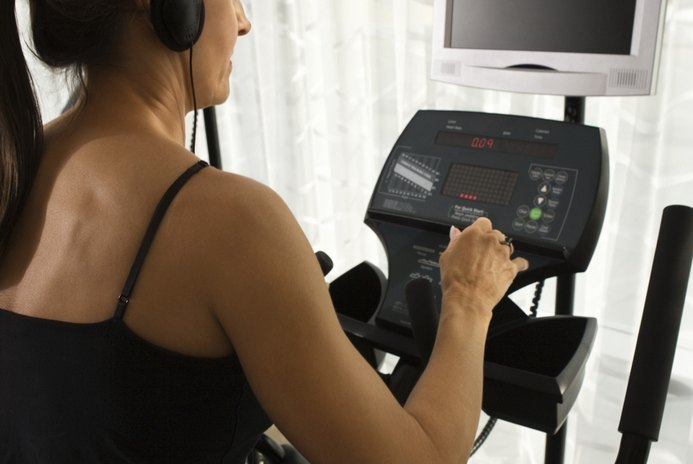 What Is the Difference Between Heart Rate & Pulse When Dealing With an Elliptical Machine?