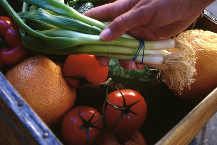 Common Fruits & Vegetables With High Fiber & Carb Contents
