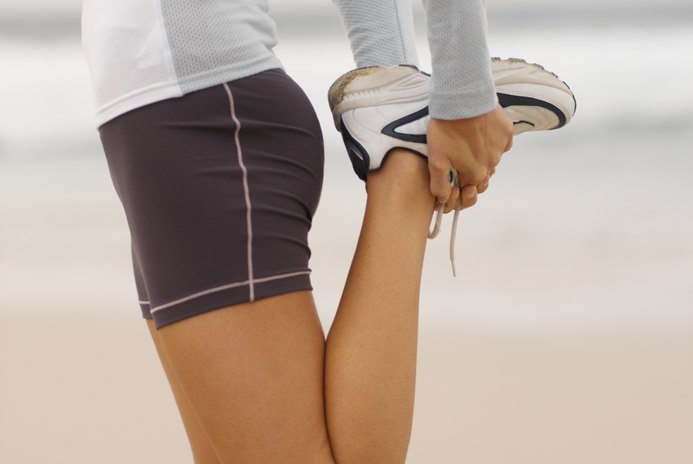 How to Stretch the Upper Side of the Leg Muscles