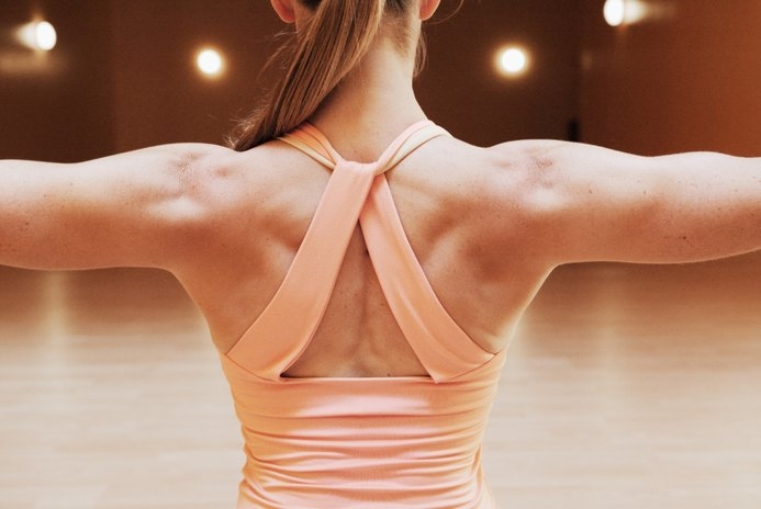 How to Tone the Lower and Upper Back With Exercise Bands