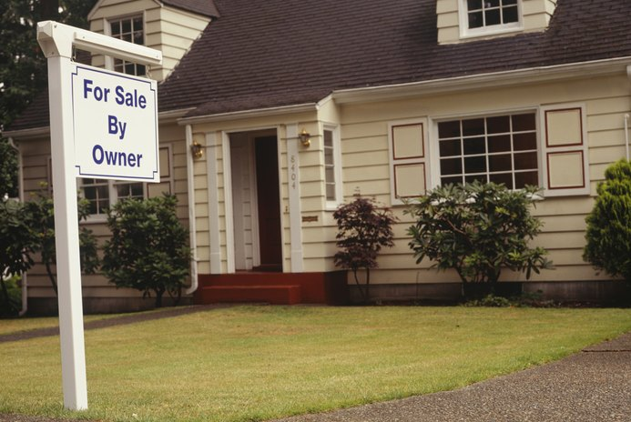 How to Type Up a Sales Contract for Selling a House