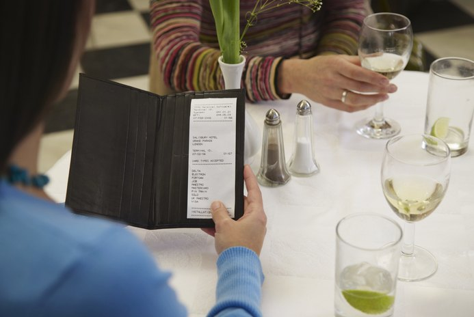 Etiquette on Expecting Guests to Pay for Their Own Meal at a Wedding Shower Luncheon