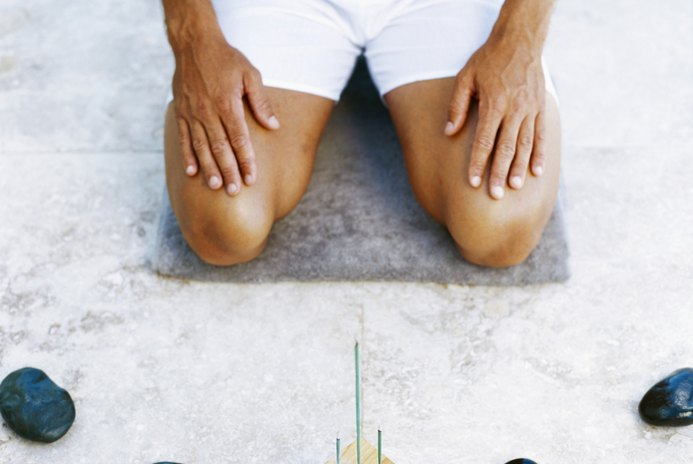 How to Tighten the Skin on Your Knees and Stomach