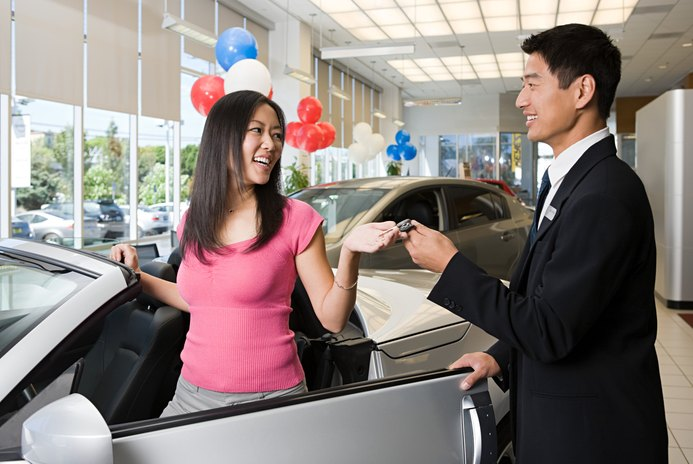 Can a Person With a Low Credit Score Buy a New Car?