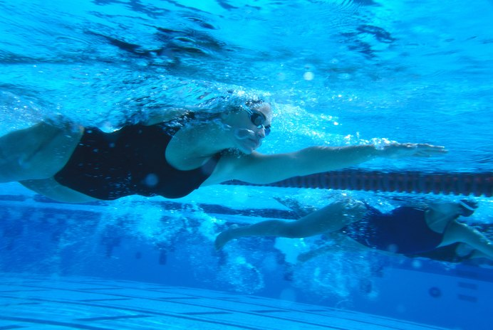 Calories Burned From Swimming Compared to Other Exercises