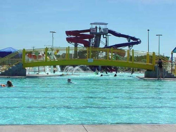 7 water parks in kentucky to cool us off on hot summer days