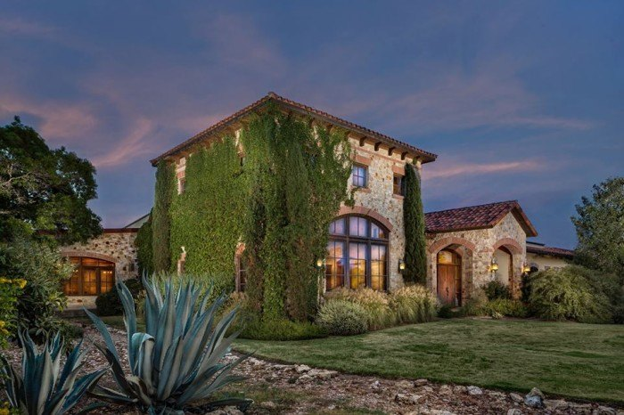 10 Beautiful Wineries And Vineyards In Texas