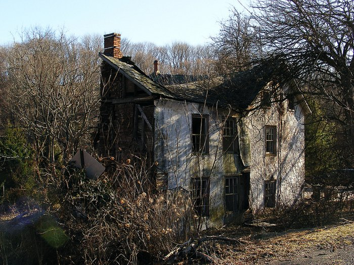 10 Creepy Houses In Pennsylvania That Could Be Haunted
