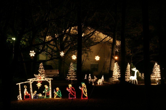 10 Houses In Alabama With Incredible Christmas Decorations