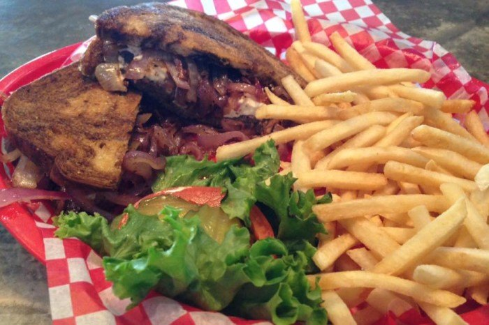 Howler's Bar & Grille Best Burgers SD