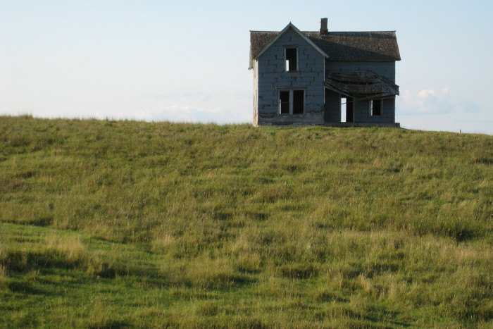 Windowless house on the hill - creepy houses in south dakota