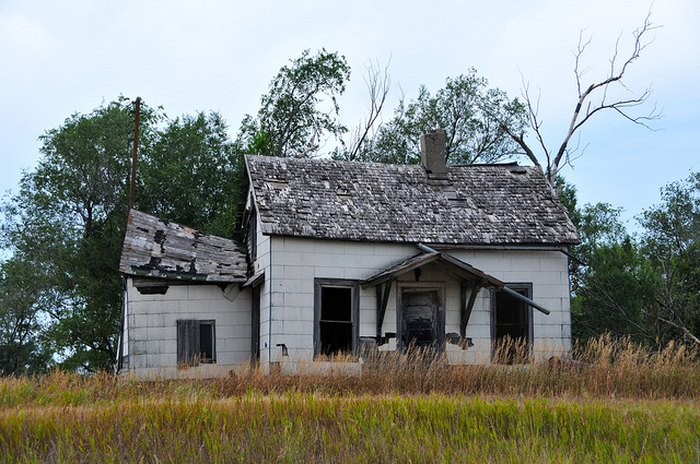 A dilapidated old house - creepy houses in south dakota