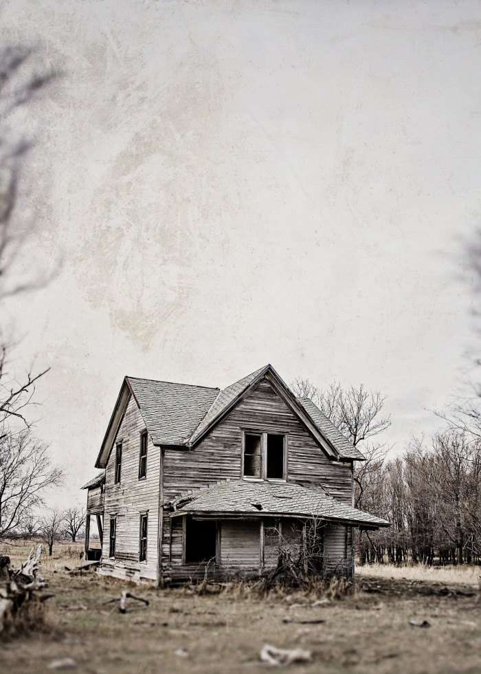 Spooky house in the middle of nowhere - creepy houses in south dakota