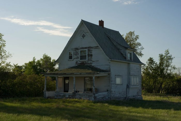 9 Creepy Houses In North Dakota That Might Be Haunted