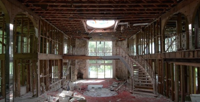 This Massive Abandoned Mansion Rest In Maryland And It's