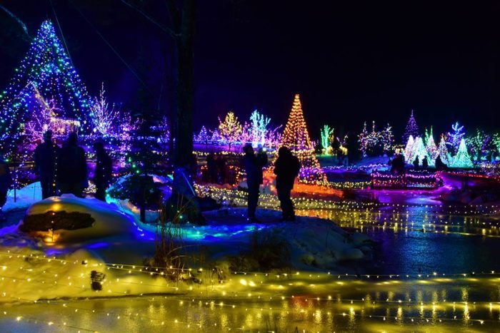the latest d9ed4 ba7f1 11 Best Christmas Light Displays In Maine 2016