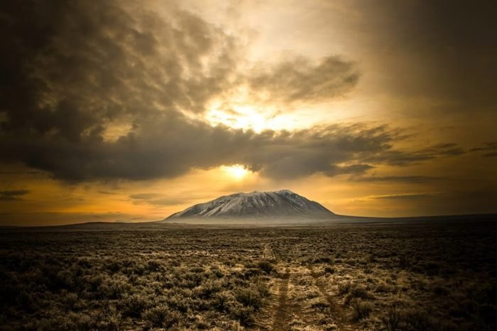 Volcanic Hikes: Big Southern Butte in Idaho