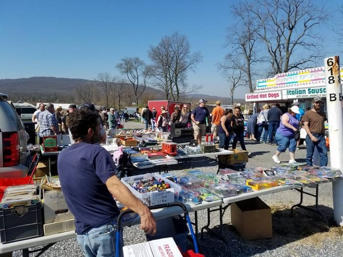 Go Treasure Hunting At 9 Of The Best Flea Markets In ...