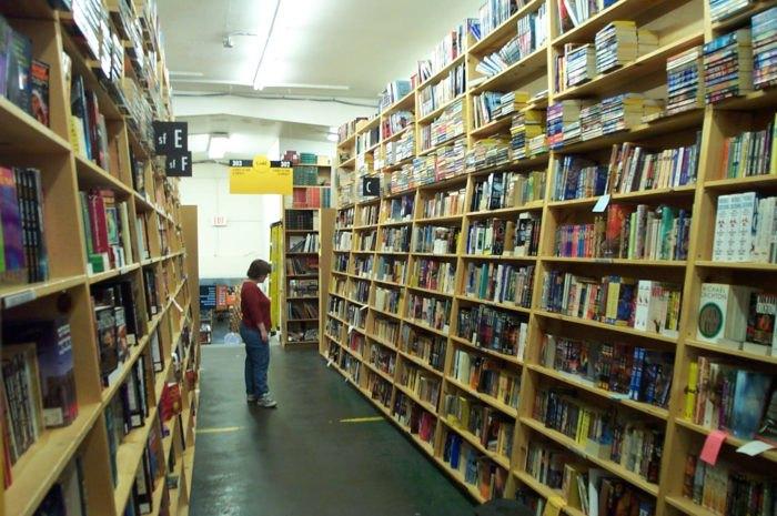 alyssa sm powells bookstore - 700×465