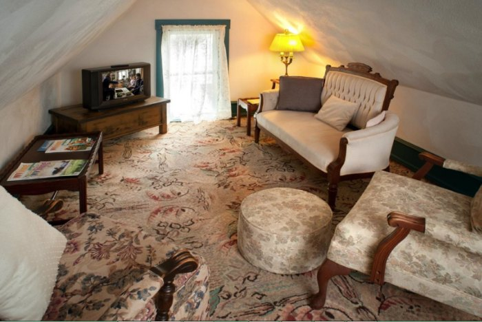 The Historic Morris Harvey House Is The Best Bed And