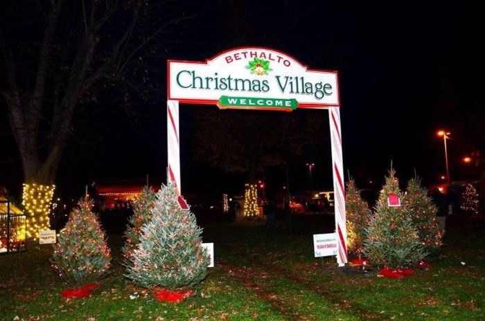 Christmas Villages.Magical Christmas Village In Illinois That Will Fill You
