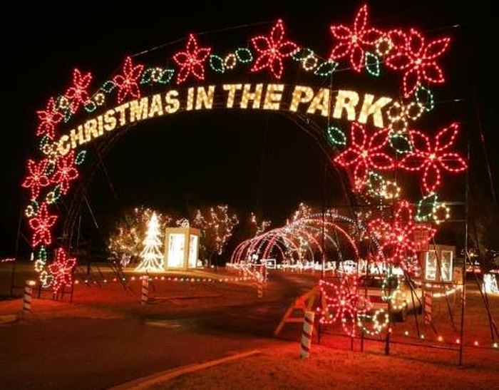 Yukon Ok Christmas Lights.Christmas In The Park In Yukon Is The Largest Drive Thru