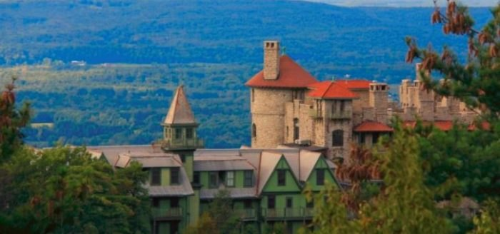 This Hotel Is Located In One Of The Most Unforgettable Settings In The Entire U.S.