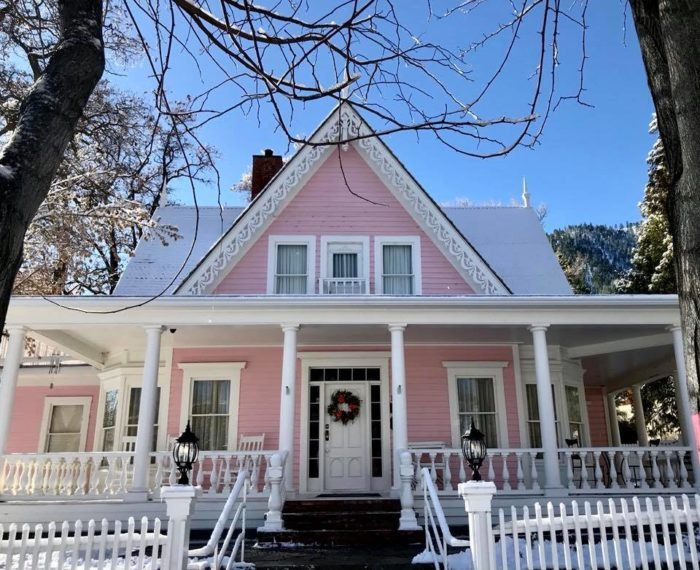 The Pink House In Genoa, Nevada Is The Most Enchanting