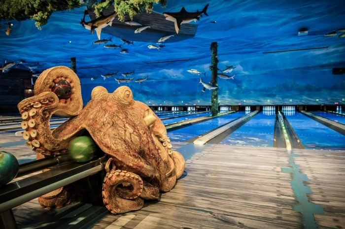 This Ocean Themed Bowling Alley And Restaurant In Texas Is Insanely Fun