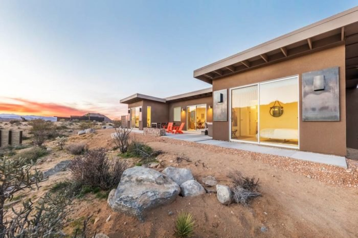 Shelter At Joshua Tree National Park Is A Perfect Hot Tub Hideaway