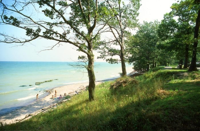 Outstanding Lakefront Cottages Are The Best Way To Enjoy A Lake Erie Summer Download Free Architecture Designs Scobabritishbridgeorg
